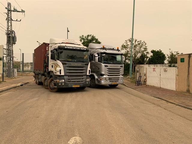 המשאיות של חברת אלעזר מנופים